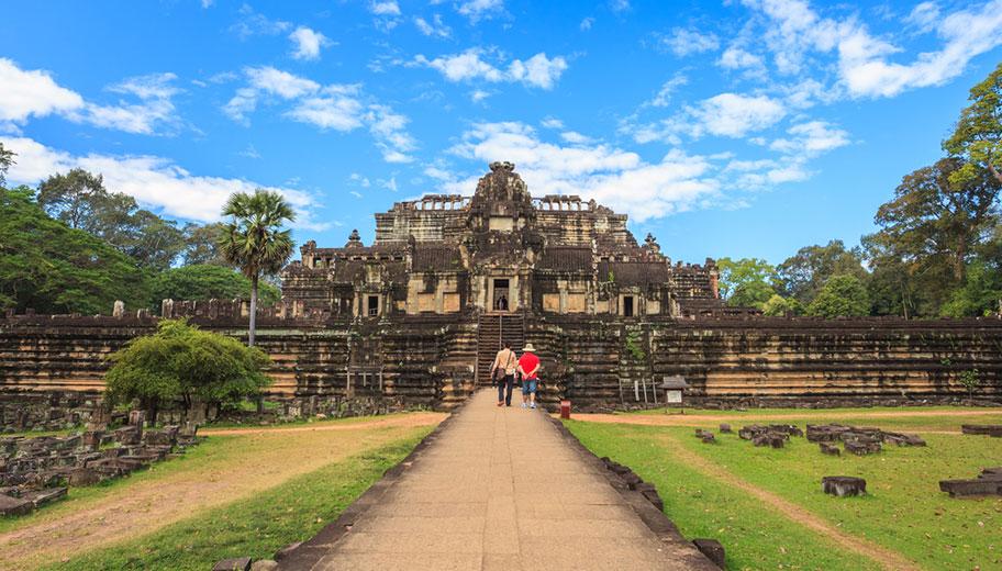 Baphuon tempel in Angkor mit Touristen schöne Aussicht