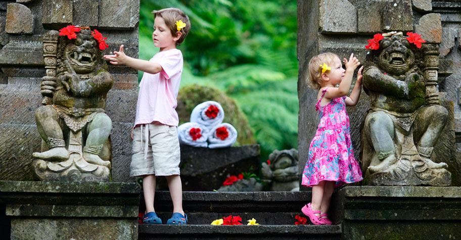 Bali Ferien Kinder im Tempel