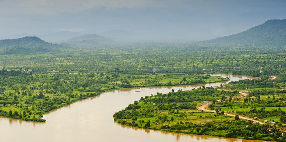 Laos wunderschöne Uferlandschaften des Mekongs