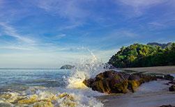 Welle Strand Insel Koh Jum auf Thailand