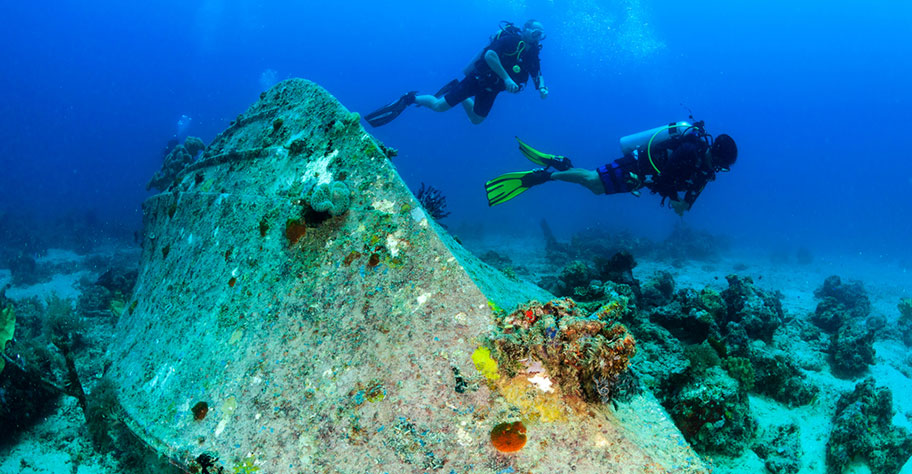 Tacher Philippinen Wrack schöne Unterwasserwelt
